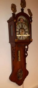 Friese klok ter reparatie - klokkenmaker Lars Dekker