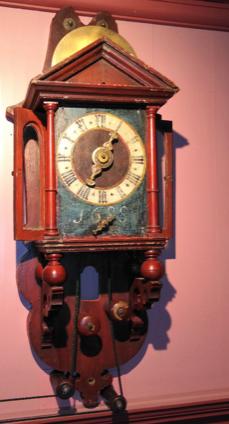 Zaanse klok in houten kast met tweede wijzerplaat, 1688