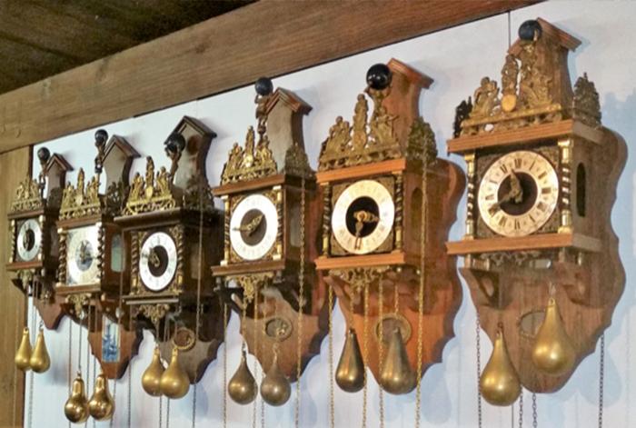 Zaanse klokken op een rij - klokkenmaker Lars Dekker