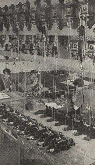 zilverfabrikant Van Kempen en Begeer in Voorschoten klokken assemblage AH fabriek